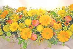 黄色のテーブルアレンジ