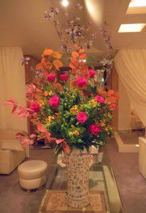 紅葉とバラのアレンジ