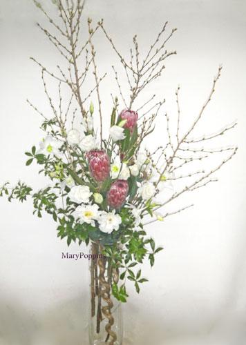 彼岸桜とユーチャリスのアレンジメント