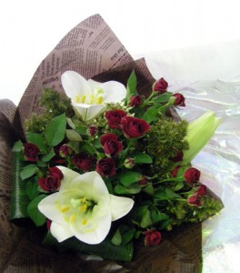 鉄砲百合とミニバラの花束