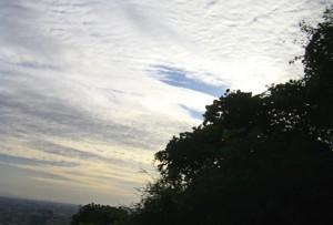 生駒山の空