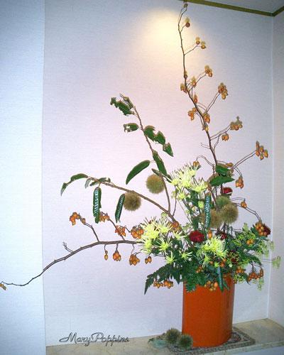 栗とバラの実のアレンジ