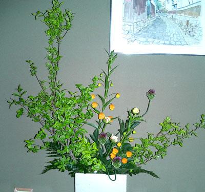 サンダーソニアと丹頂アリウムのアレンジ